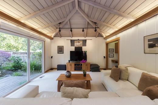 Arredare casa in stile nordico: materiali, colori e arredi Scala