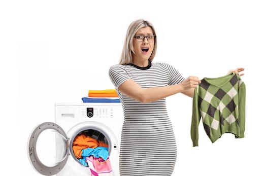 Capi macchiati: come rimediare dopo un bucato sbagliato?